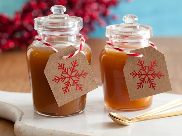 Homemade Salted Caramel Sauce {Give it in glass jars with recipe cards attached for caramel dip, milkshakes and more.}