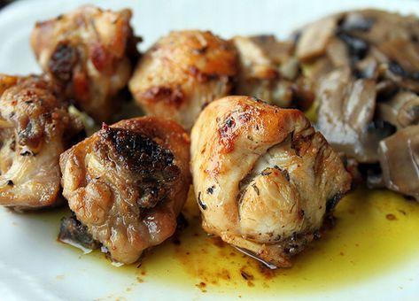 Con raíces en la cocina Ibérica, esta Receta Chilena de Pollo al Ajo destaca por su delicioso sabor y fácil preparación.
