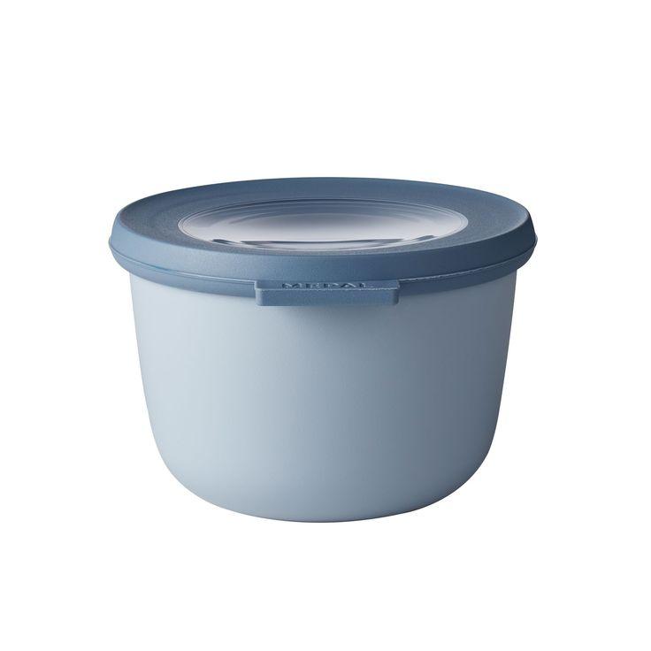 Dit blauwe schaaltje met een inhoud van 500 ml is perfect voor het bewaren of meenemen rauwkost of kleine porties groente. De Cirqula serie van Mepal is speciaal ontwikkeld voor een complete 'circle of use'. Bewaar eten in de schalen in de koelkast of de vriezer, warm het op in de magnetron (deksel moet worden verwijderd) en serveer je maaltijd in de schaal (direct) op tafel. De Mepal Cirqula multikom is gemaakt van onbreekbaar materiaal. Het transparante venster in de deksel zorgt ervoor…
