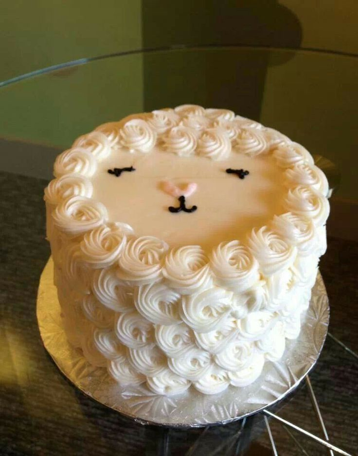 Easter lamb cake from Classy Girl Cupcakes. Too cute!
