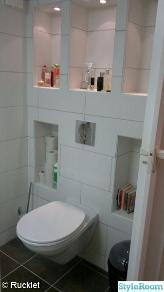 vägghängd toalett,inbyggda hyllor,villroy och bosch,koziol