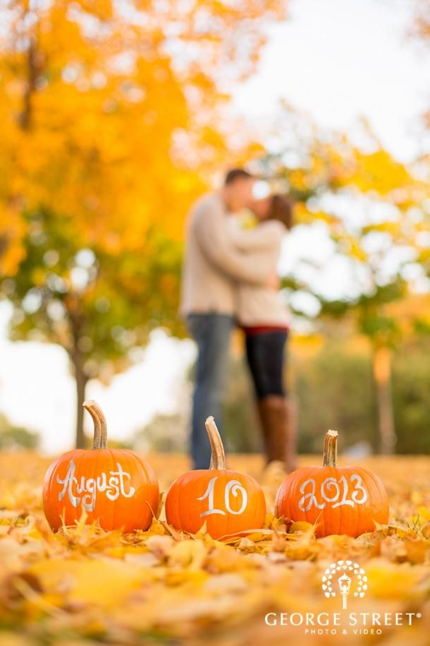34 Stunning Fall Wedding Photos To Copy - Cool autumn engagement or wedding idea—just need pumpkins and a gold sharpie!