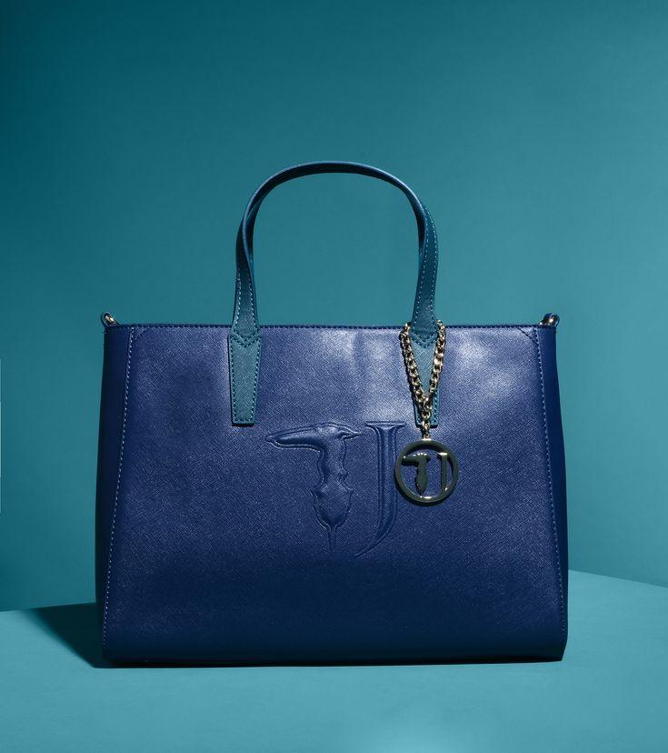 Trussardi Jeans presenta la sua prima It Bag - Creata per una donna cosmopolita e dalla grande personalità. Ecco la prima It bag firmata Trussardi Jeans. - Read full story here: http://www.fashiontimes.it/2015/10/trussardi-jeans-presenta-la-sua-prima-it-bag/