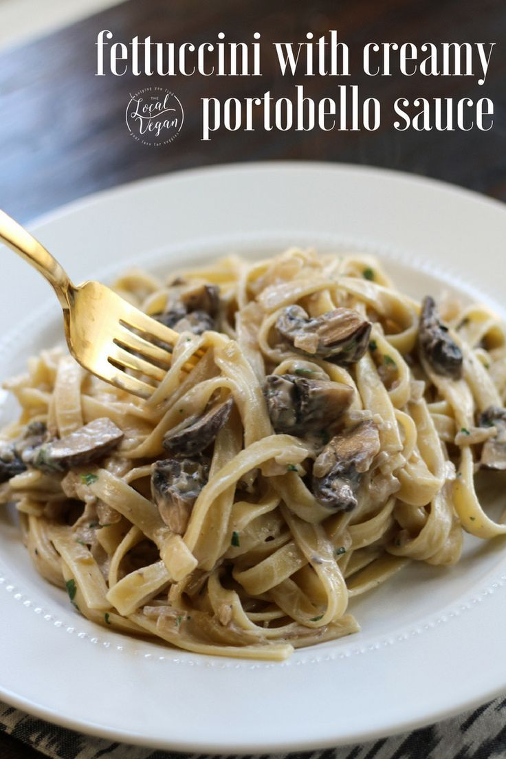 Fettuccine with Creamy Portobello Sauce - Healthy #Vegan Dinner / Pasta Recipes - #plantbased #cleaneating