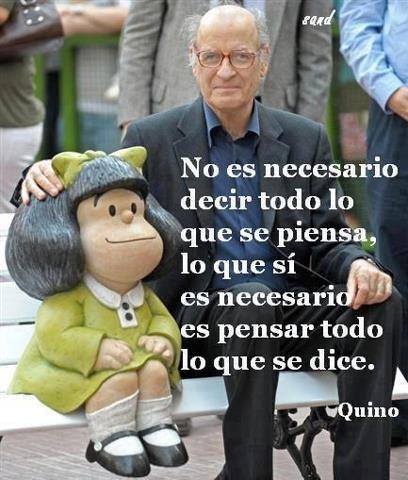 Banco con estatua del personaje Mafalda en la calle Defensa.Buenos Aires.Arg. Ysu creador, Quino La gente y los turistas hacen cola para sacarse fotos allí.