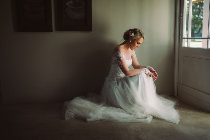 Fiona Mauchan Bridal Couture Custom creation for Lizbe Photo: Moira West Photography