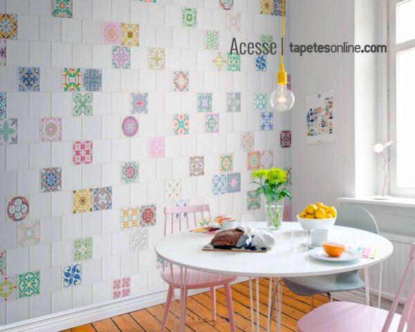 Azulejos? Não! Um lindo painel disponível na Kyowa, inspirado no encantador estilo dos azulejos marroquinos.  Criar um ambiente com leveza e personalidade, a gente adora.  Saiba mais: http://www.tapetesonline.com/papeis-de-parede