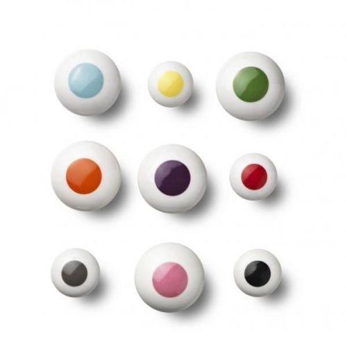 """Knott+/grep+fra+Anne+Black+i+porselen+med+""""dots""""+i+forskjellige+farger+.+Vi+har+dem+i+alle+farger!!+Diameter+3+cm+på+den+lille+og+4,5+cm+på+medium+.Piff+opp+kjøkkenet+ditt,+gangen+eller+kommoden+med+porselensknagger+fra+Anne+Black.+Velg+mellom+Flower,+Dot+som+vi+også+har,+eller+den+ensfarvede+Elements,+i+både+liten+ og+stor.+Alle+knotter+/grep+leveres+med+skruer+til+både+vegg+og+skuffer."""