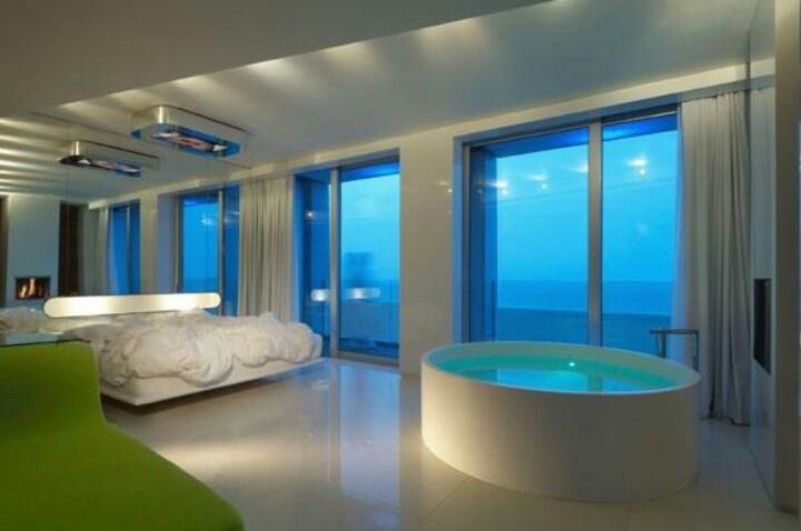 Todo el mediterraneo a tu alcance al otro lado de la ventana http://www.guias.travel/ver/?hotel/it/i-suite.es.html