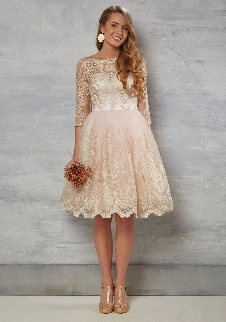 How cute is this bridesmaid dress?! Love the champagne colour...
