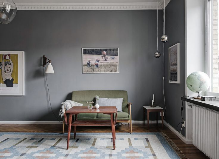 Livingroom with grey walls and green sofa. Silver pendants and wooden furniture. Scandinavian decor ideas and how to choose lamp according to ceiling height.