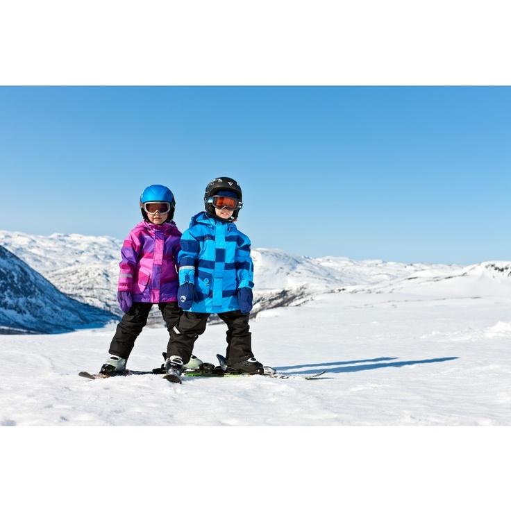Kr. 499,-  Slahtti vattert jakke er en varm og god jakke som er beregnet på brett- og skikjøring, samt lek i snø
