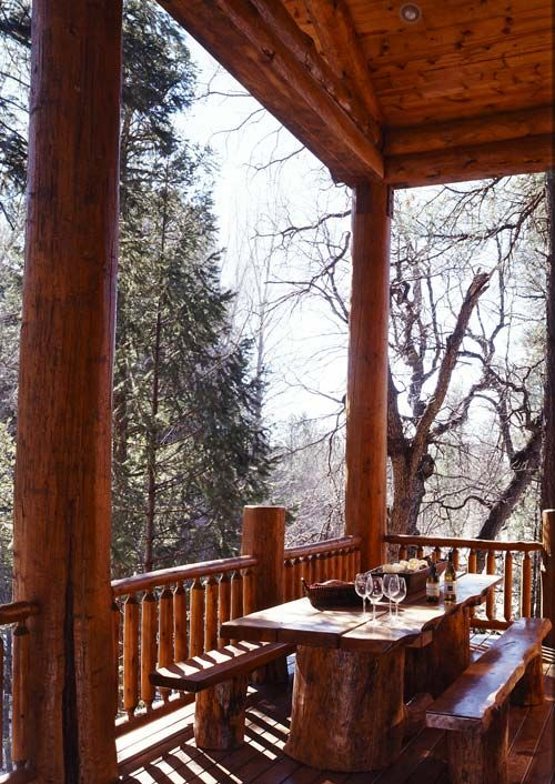 Deck seatingDining Area, Dreams House, Rustic Cabin, Outdoor Tables, Picnics Tables, Porches, Cabin Decks, Dining Tables, Logs Cabin