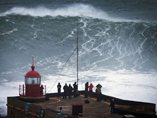 ARCHANGELOS: The huge waves of  Nazaré in Portugal