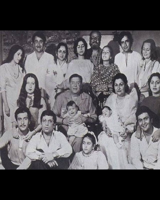 The entire Kapoor family was snapped together. Seen here are Raj Kapoor and Krishna Raj Kapoor with their children Rishi Kapoor, Randhir Kapoor, Rajiv Kapoor, Ritu Nanda, Reema Kapoor and their families. You can also spot Shammi and Shashi Kapoor in the background.