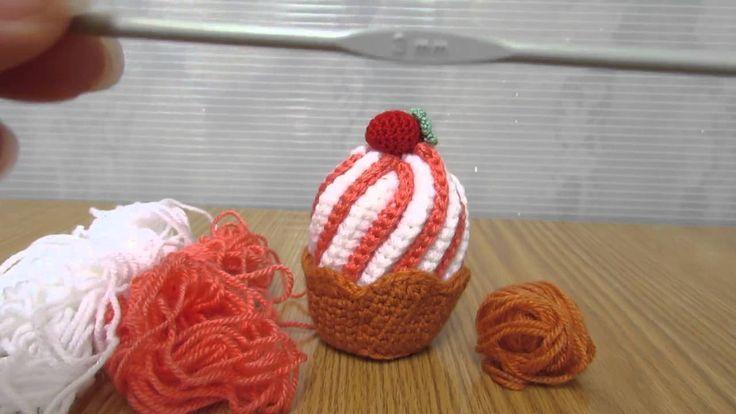 Cup cake gelato realizzato a uncinetto con filati in lana, idea regalo casa, per informazioni e dettagli, www.coccinellecreative.blogspot.com oppure https://www.youtube.com/watch?v=NEnJxkGCCoI&list=UURr2L9t0hDRxIzmM8RR5n7w Cup cake ice cream made with crochet wool yarn, gift house, for information and details, or www.coccinellecreative.blogspot.com https://www.youtube.com/watch?v=NEnJxkGCCoI&list=UURr2L9t0hDRxIzmM8RR5n7w