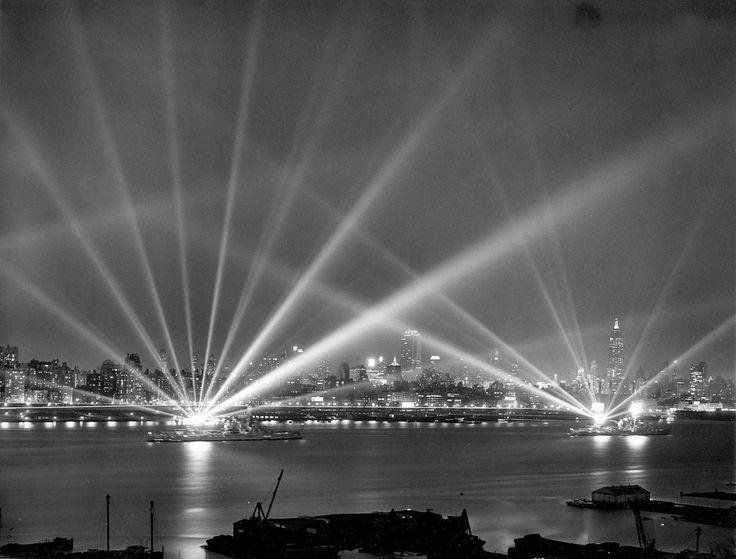 The Navy's eyes probe the sky Hudson, NY, 3 May 1939  Atlantic Scuadron's BB-35 Texas & BB-34 New York battleships' massive searchlights illuminate the skies over NY  A.P. Wirephoto courtesy of Jonathan Eno