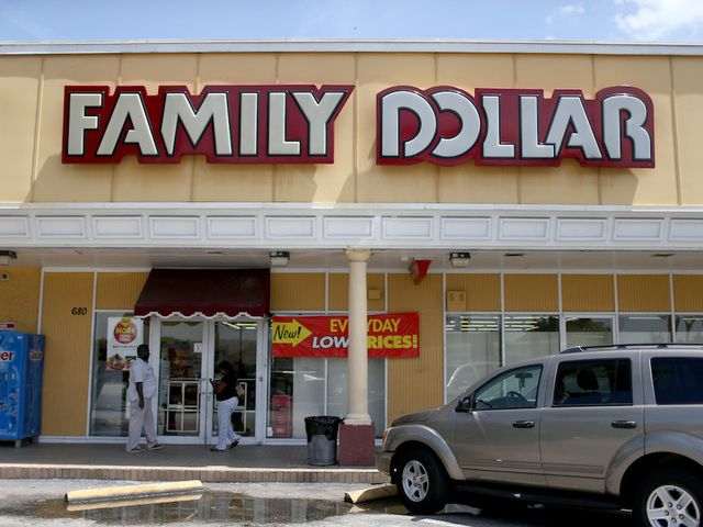 Layoff notices began going out on this week, days after there were reports that 323 Family Dollar locations not involved in a 2015 merger with Dollar Tree would be closing.