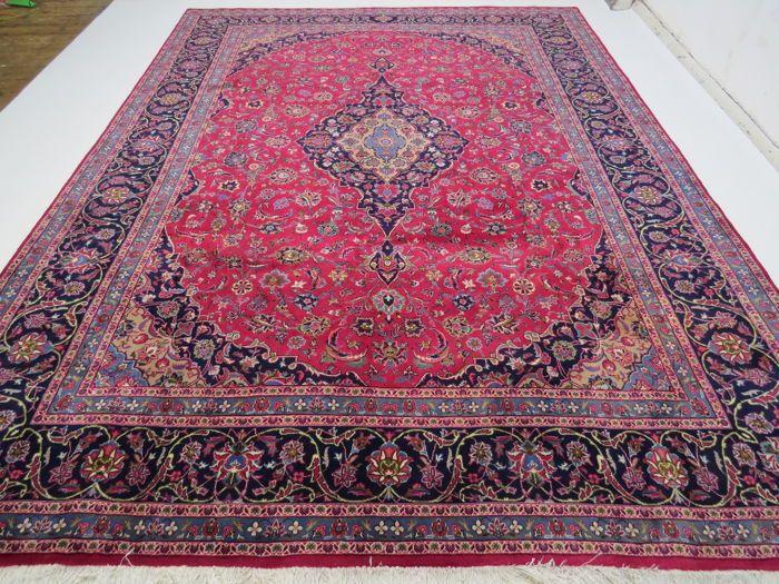Prachtig mooi Perzisch tapijt Kashmar Iran 404 x 297 cm einde van de 20e eeuw TOP conditie - TOP kwaliteit - zoals nieuwe  KashmarIranNo. 5317404 x 297 cm100% wol op 100% katoenHet tapijt is in nieuwstaat.Leeftijd: 15-20 jaarCa. 200.000-250.000 knopen per vierkante meterFringe en randen zijn gerenoveerd.Het tapijt was onlangs biologisch schoongemaakt door een deskundige ter plaatse onmiddellijk kan worden gebruikt.Met certificaat van echtheid.Verzekerde verzending via UPSMet het…