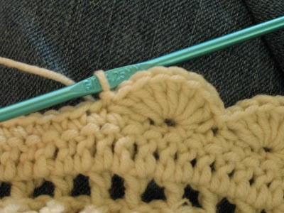 How to crochet an easy scalloped border