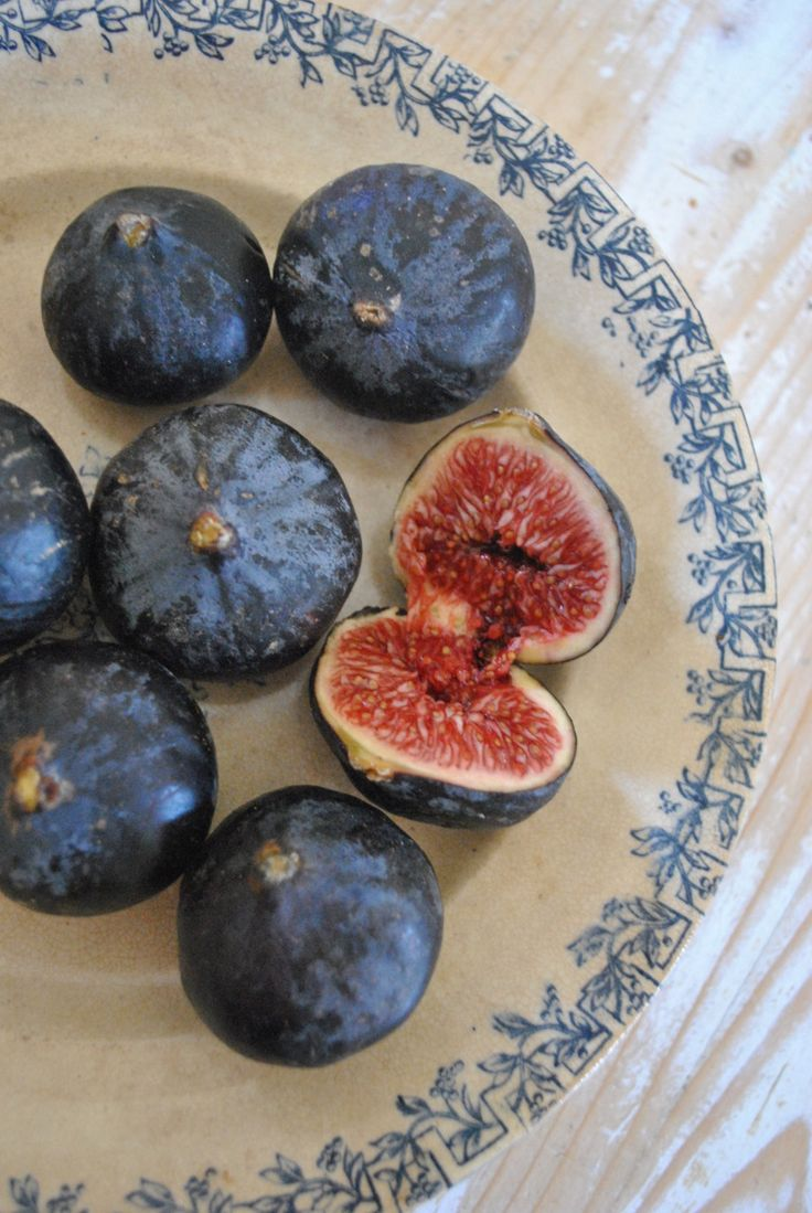 How I wish to eat a black fig #fruit #food