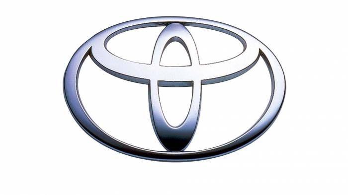 Логотип японской автомобилестроительной компании Toyota ни что иное, как игольное ушко с продетой в него иголкой. Необычный логотип является отсылкой к прошлому компании, когда она занималась производством ткацких станков. А отдельные элементы символа Toyota составляют буквы слова – названия компании.  Источник: http://www.novate.ru/blogs/120815/32521/