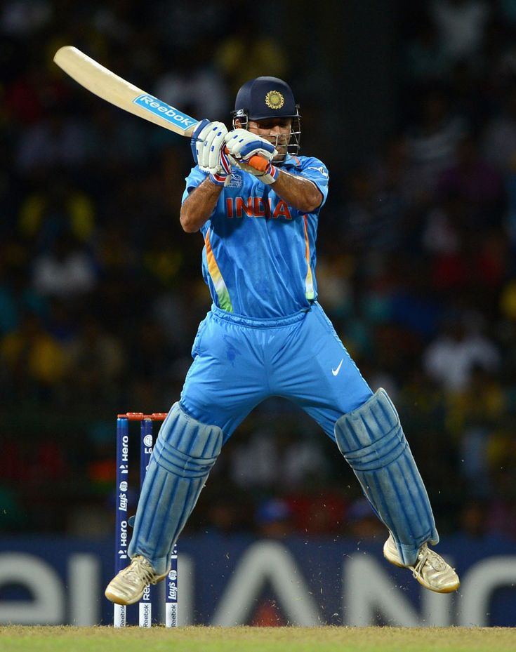 MS Dhoni attempts to pull off his helicopter shot, England v India, World T20, Group A, Colombo, 23 Sep 2012