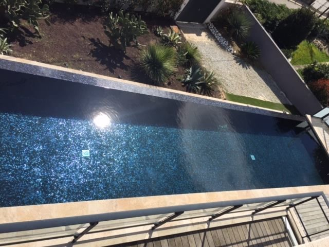 Mosaique piscine noire et noir metallique en p tes de for Colle pour mosaique piscine