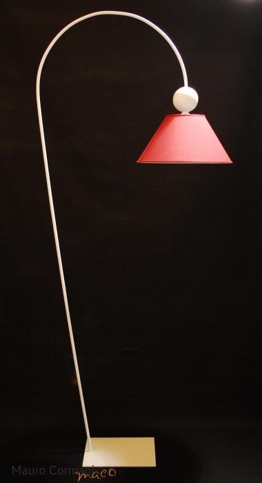 LIBRA - Piantana in ferro, realizzata completamente a mano con design esclusivo, il prezzo si intende escluso di  paralume ordinabile separatamente. Colori:  patina ruggine, patina caffè ed ogni colore, tenendo presente che viene creato artigianalmente con una metodologia molto personale  e messo in opera con tecniche di trasparenza http://www.maurocormani.it/design/lampade-da-terra/libra