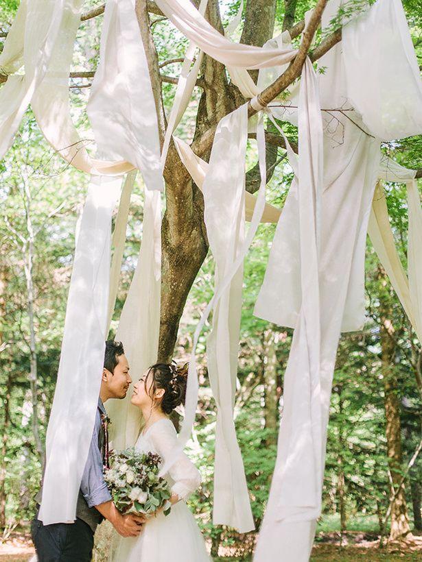 森を活かした「ハウス オブ 軽井沢」のフォトスポット♡ 軽井沢での結婚式のアイデア一覧。ウェディング・ブライダルの参考に。