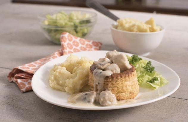 Recept vol-au-vent | Lekker van bij ons 225 gr. Kipfilet/pers + 125 gr. Gehakt/ pers. Voor gehaktballetjes