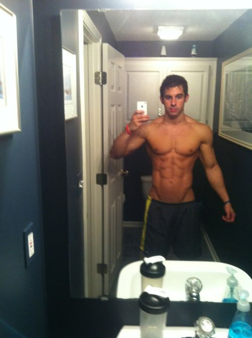 Pin By Thegailygrindcom On Guys With Phones  Hot Guys -4289
