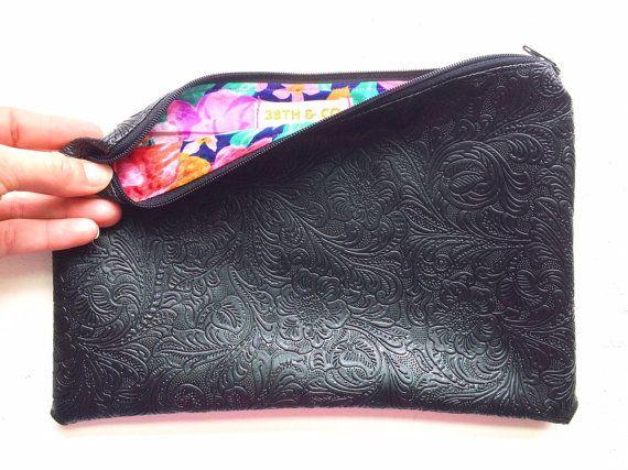 Leather Zip Around Wallet - Hibiscus Blues by VIDA VIDA hQwhmL5oX9