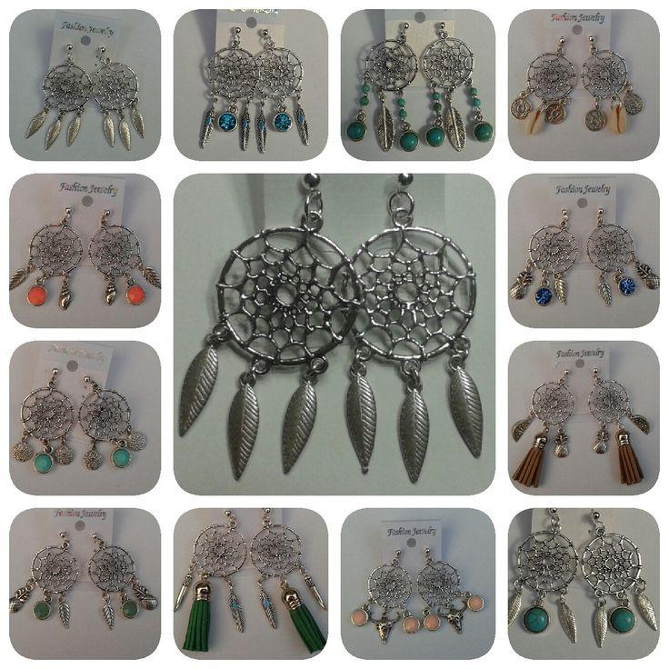 Dromenvanger oorbellen hangers met mooie bedels in ibiza stijl door MarelBeadsandLeather op Etsy