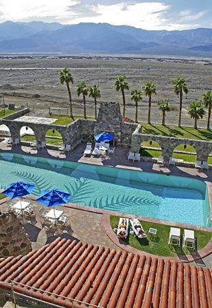 Furnace Creek Resort, Death Valley National Park, CA. Gezwommen midden in de woestijn in een zwembad gevoed door warmwaterbronnen.