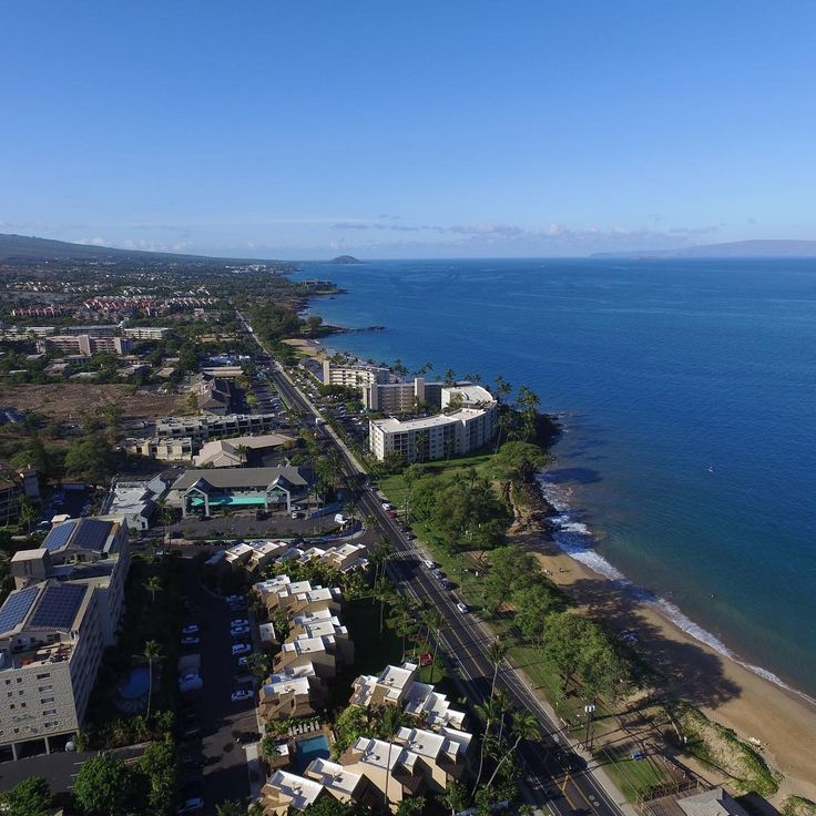 I wouldn't mind going back to Hawaii to fly some more! ✈️ • • • • #maui #hawaii #drone #dji #quadcopter #photography #island #clouds #sky #mavic #mavicpro #phantom #phantom3professional #kihei #blue #photography #photographyislifee #usa #art #aerial #tool