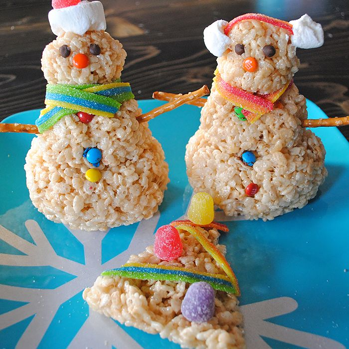 Rice Krispies treats make the cutest Rice Krispies snowman and Christmas tree, a holiday food craft kids will love decorating!