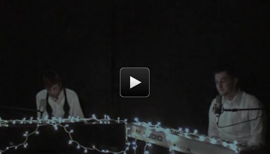 Two Guys Play and Sing Hallelujah - It Will Give You Chills - GNLi:Christian Videos