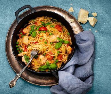 One pot wonder är det hetaste, och bästa tipset för dig som vill att maten i princip ska laga sig själv. Här lägger du helt enkelt ner ingredienserna i en låg kastrull, låter det koka ihop, rör runt ibland tills pastan är al dente och adderar lax och ärtor. Superenkelt och supergott!