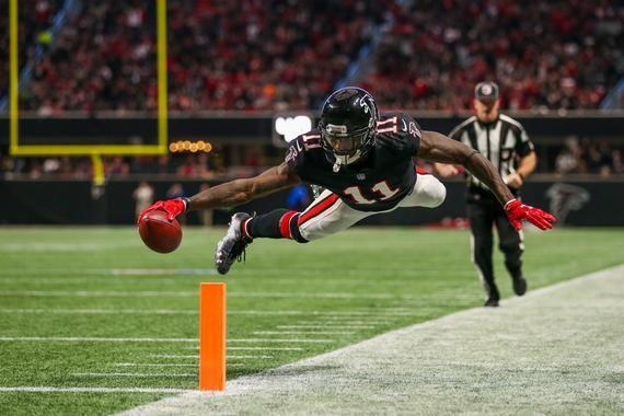 Atlanta Falcons Julio Jones Diving Touchdown 24x36 Inches In 2020 Julio Jones Atlanta Falcons Julio Jones Falcons