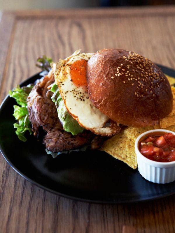 雑誌『エル・ア・ターブル』3月号では、急増中の料理もおいしいパン屋さんを東京大阪合わせて8件ご紹介。今回は、雑誌では紹介しきれなかった東京・自由が丘「自由が丘ベイクショップ」の魅力を徹底解剖!