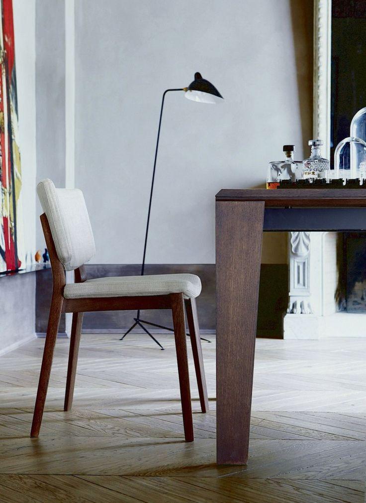 EWA - jídelní židle s čalouněným sedákem a opěrákem.