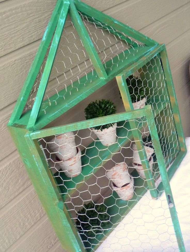Crafty Sisters: Chicken Wire Wall Shelf