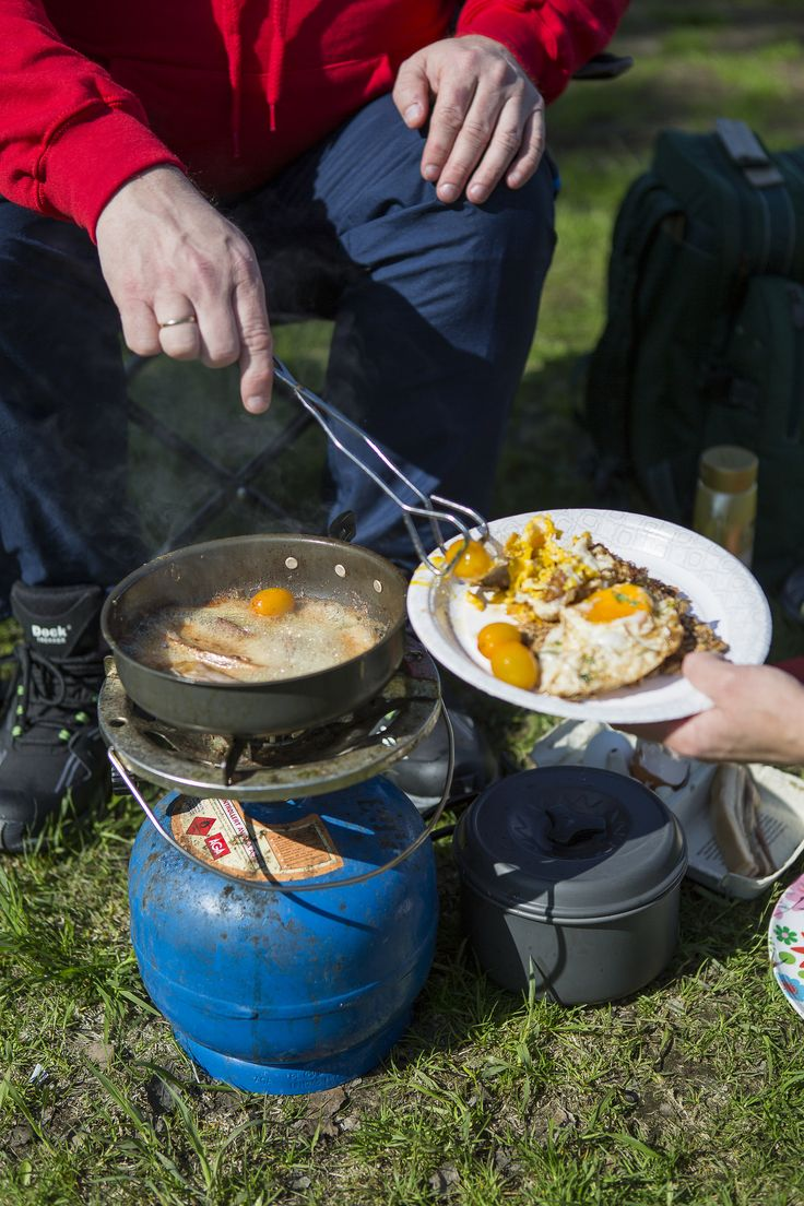 Camping life in Southern Norway.  Bacon and egg for breakfast - anyone?  Foto: Adam Read©Visit Southern Norway