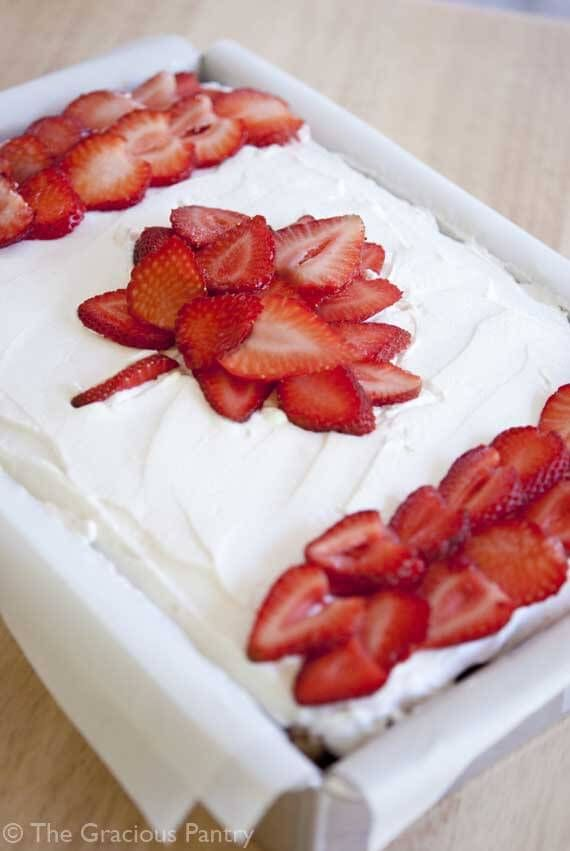 Clean Eating Canada Day Cake ~ http://www.thegraciouspantry.com