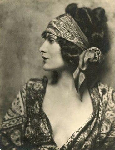 Petticoat Vintage: Vintage Head Scarfs