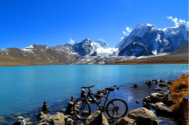Located at a height of 17,100 ft, Gurudongmar Lake in Sikkim is one of the highest lakes in the world. It is believed that Guru Nanak Dev Ji, on his way to Tibet, stopped here to quench his thirst. With his stick, he cracked the ice which led to the formation of the lake. It is said that even during the roughest winter, there is always some part of the lake that remains unfrozen.