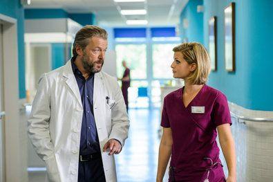 Bild 1 von 9: Thomas Biederstaedt (Daniel Krauss), Betty Dewald (Bettina Lamprecht) und Dr. Behring (Maximilian Grill).