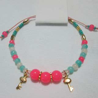 Pulsera Llavecitas Materiales: Accesorios en oro goldfield, hilo, perlas de vidrio, murano, mostacillas checas, cuentas acrílicas Valor: $7....