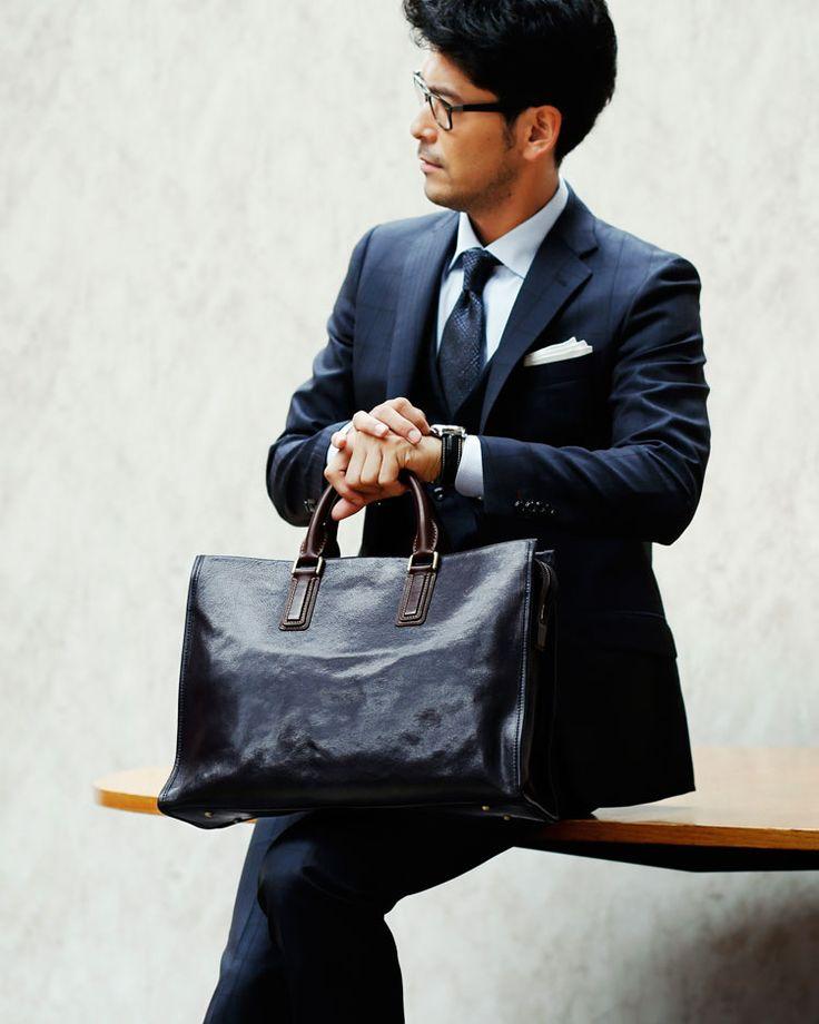 人気メンズトートバッグ20選おすすめブランドをチェックしてファッションに遊び心を